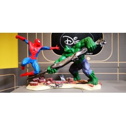 Spiderman VS The Incredible Hulk Figurine